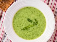Рецепта Студена крем супа с броколи, авокадо, кисело мляко и смлян кориандър